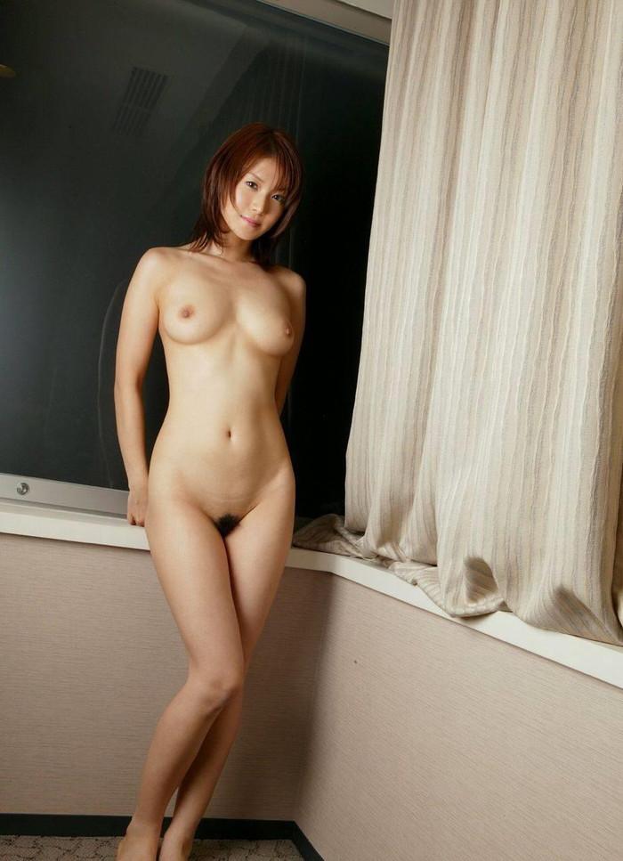 【フルヌードエロ画像】全裸!文字通り、女の子の一糸まとわす生まれたままの姿! 22