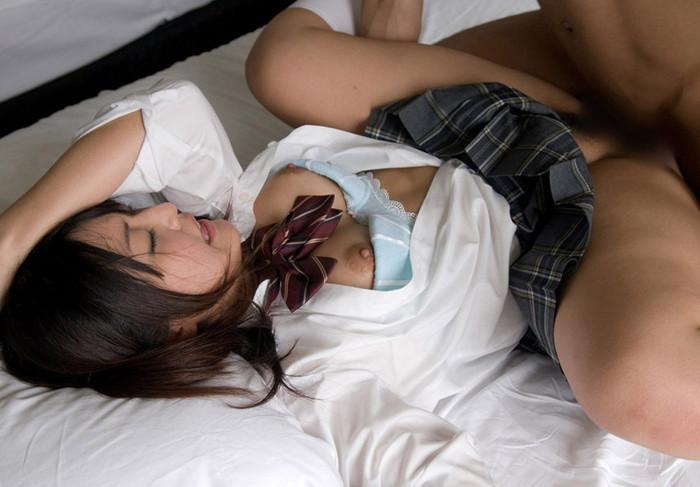 【JKコスプレエロ画像】フレッシュな魅力!JKコスプレの女の子に思わずフル勃起!