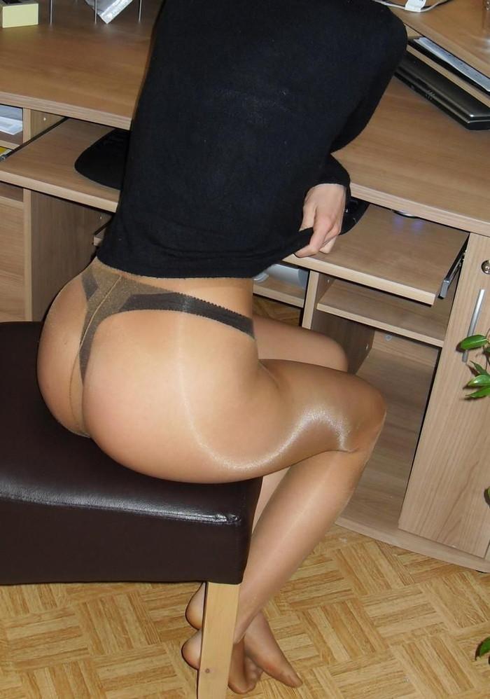 【Tバックエロ画像】お尻丸出し!?お尻を美しくセクシーに強調した下着! 07