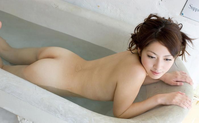 【入浴エロ画像】女の子が堂々と全裸になる瞬間といえばやっぱりお風呂かな? 09