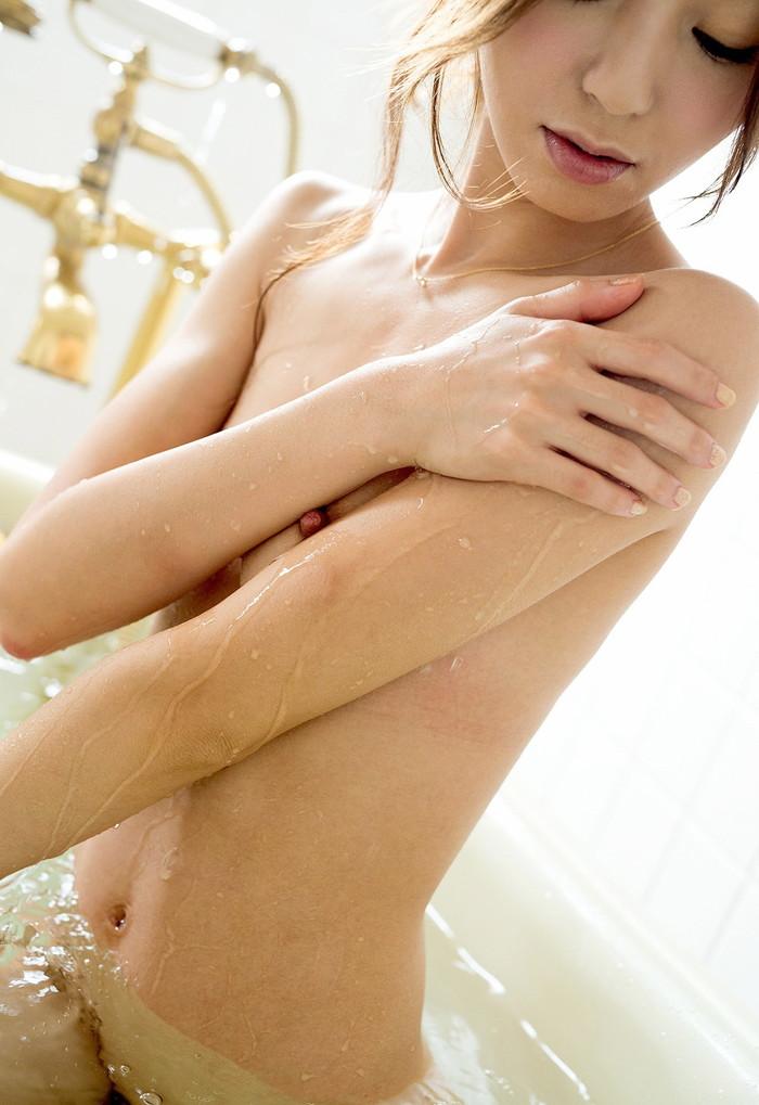 【入浴エロ画像】女の子が堂々と全裸になる瞬間といえばやっぱりお風呂かな? 16