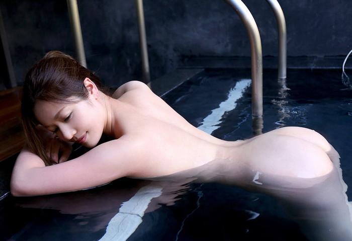 【入浴エロ画像】女の子が堂々と全裸になる瞬間といえばやっぱりお風呂かな? 27