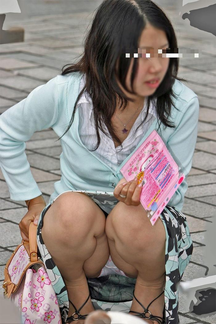 【街撮りパンチラエロ画像】街中で見かけたパンチラ女子をコッソリ盗撮してみた結果w 12