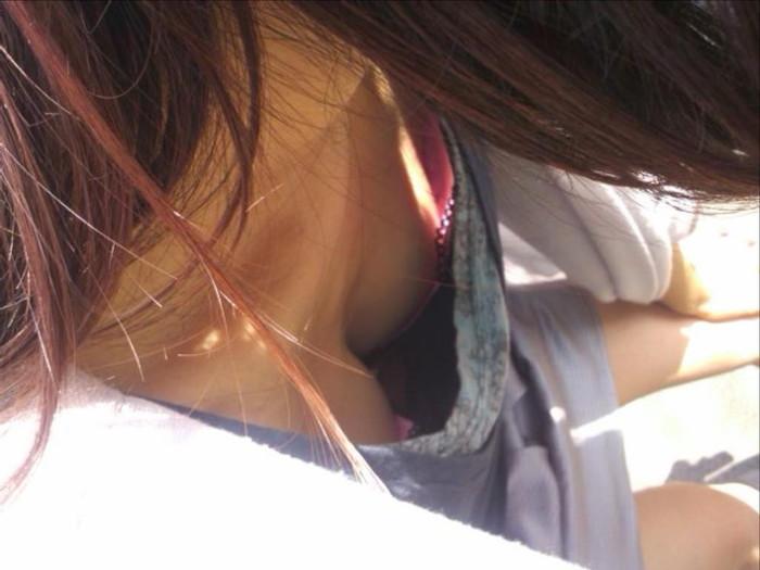 【胸チラエロ画像】おっぱいがこぼれそう!?胸チラ画像集めたった!wwww 06