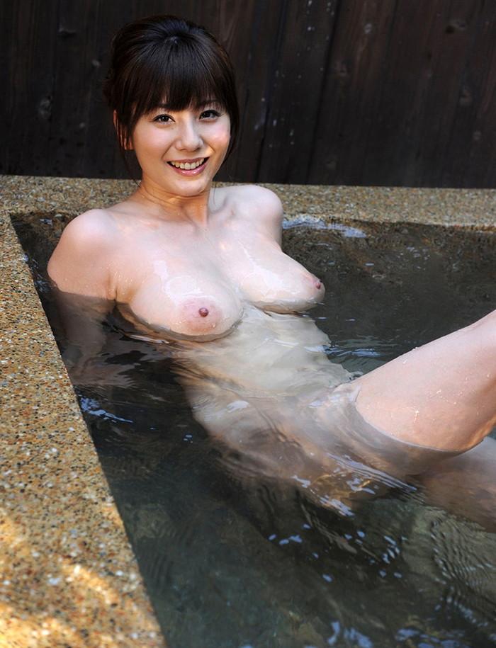 【入浴エロ画像】女の子がお風呂に入っている時…当然だけど全裸なんだよなww 13