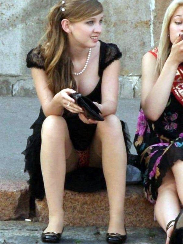 【海外パンチラエロ画像】海外でパンチラしている女の子たちの画像集めたった! 05