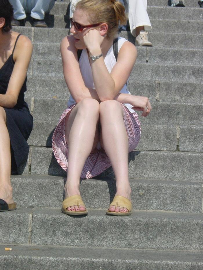 【海外パンチラエロ画像】海外でパンチラしている女の子たちの画像集めたった! 06