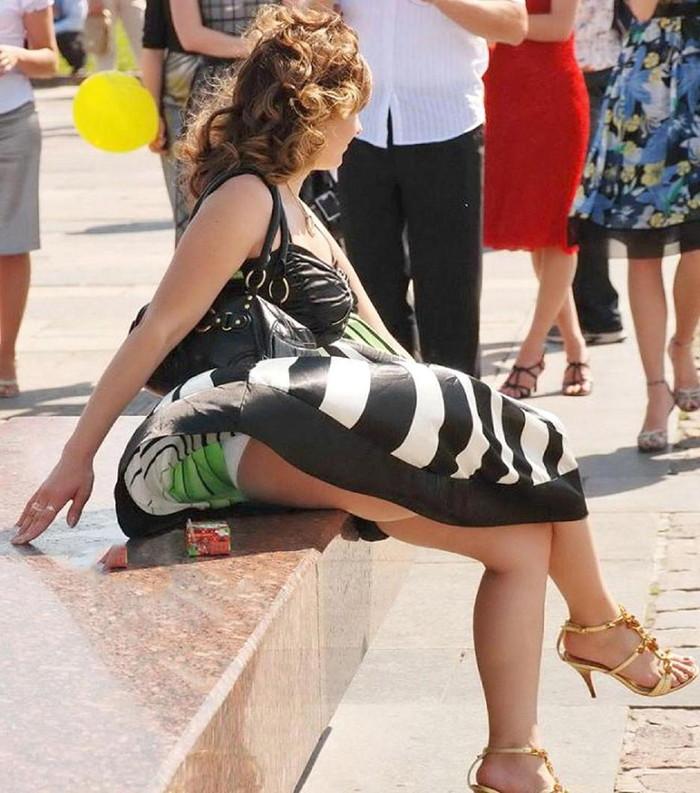 【海外パンチラエロ画像】海外でパンチラしている女の子たちの画像集めたった! 07