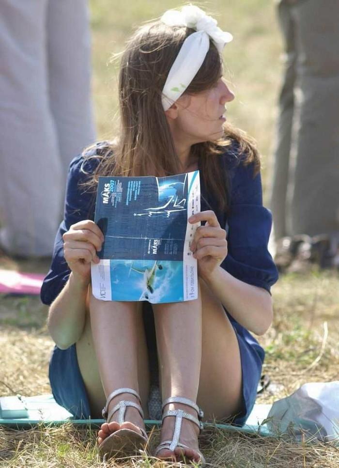 【海外パンチラエロ画像】海外でパンチラしている女の子たちの画像集めたった! 15