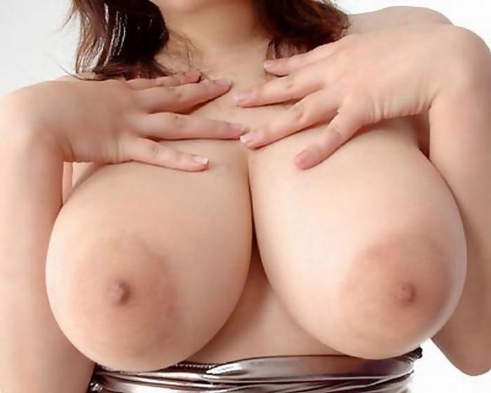 【巨乳エロ画像】こんな大きなおっぱいの彼女がいたら最高だよな!?www 19