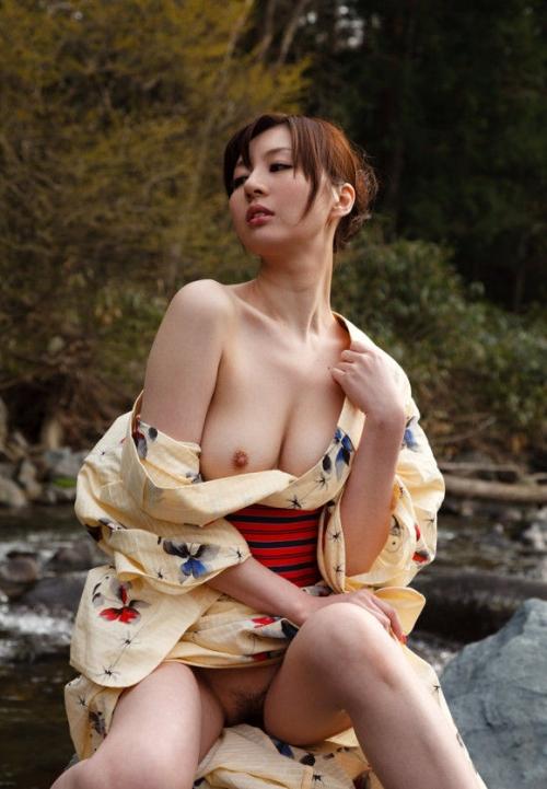 【和服エロ画像】日本人ならこういうエロスも外せないよな!?和服エロ画像 07