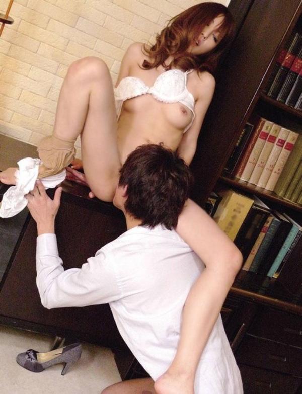 【クンニリングスエロ画像】クンニされて男の舌の感触に酔いしれる女!www 21