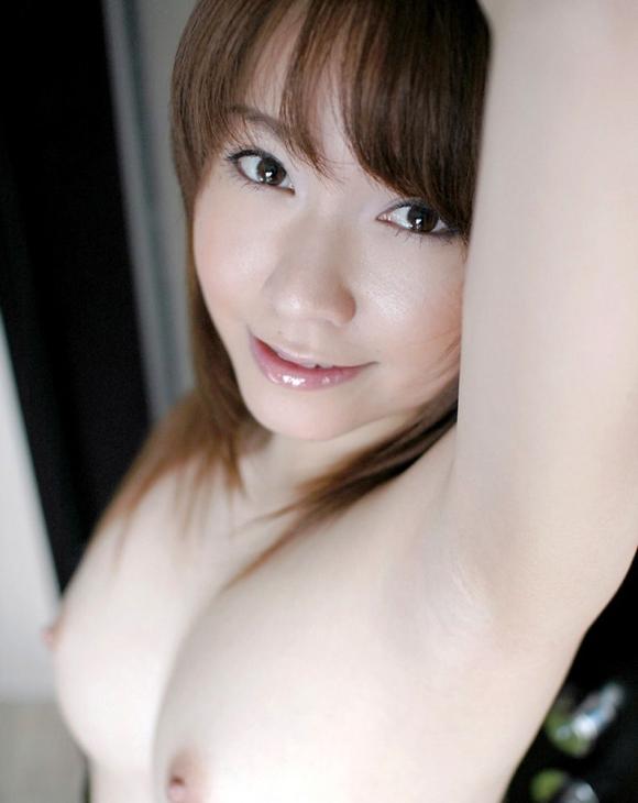 【美乳エロ画像】これは最高のおっぱい!?美乳と呼ぶにふさわしいおっぱい! 08
