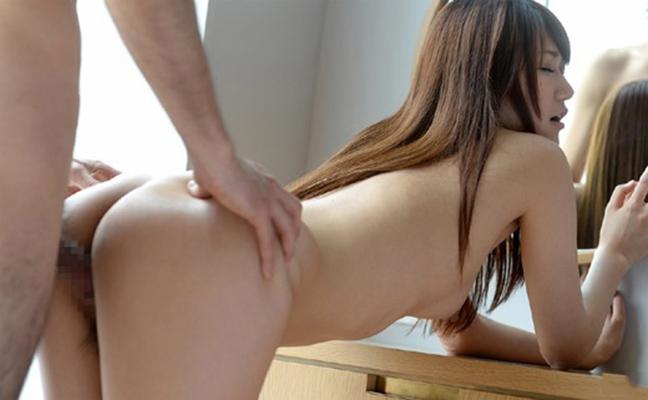 【立ちバックエロ画像】フィールドを選ばない画期的なセックスの体位がこちらw 03