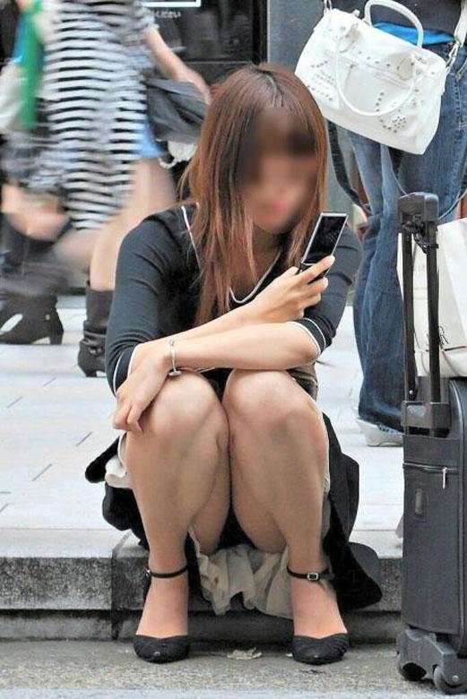 【街撮りパンチラエロ画像】街中でパンチラしている女の子見つけた!激写!ww 表紙