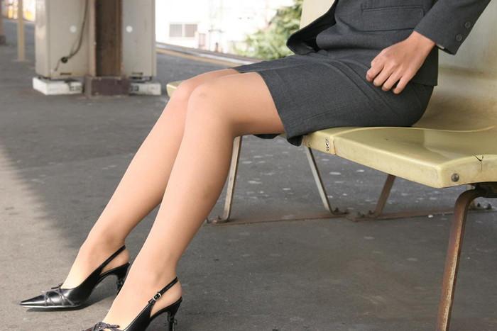 【美脚エロ画像】こんな綺麗な脚の女の子!小一時間舐めまわしたいわ!www 05