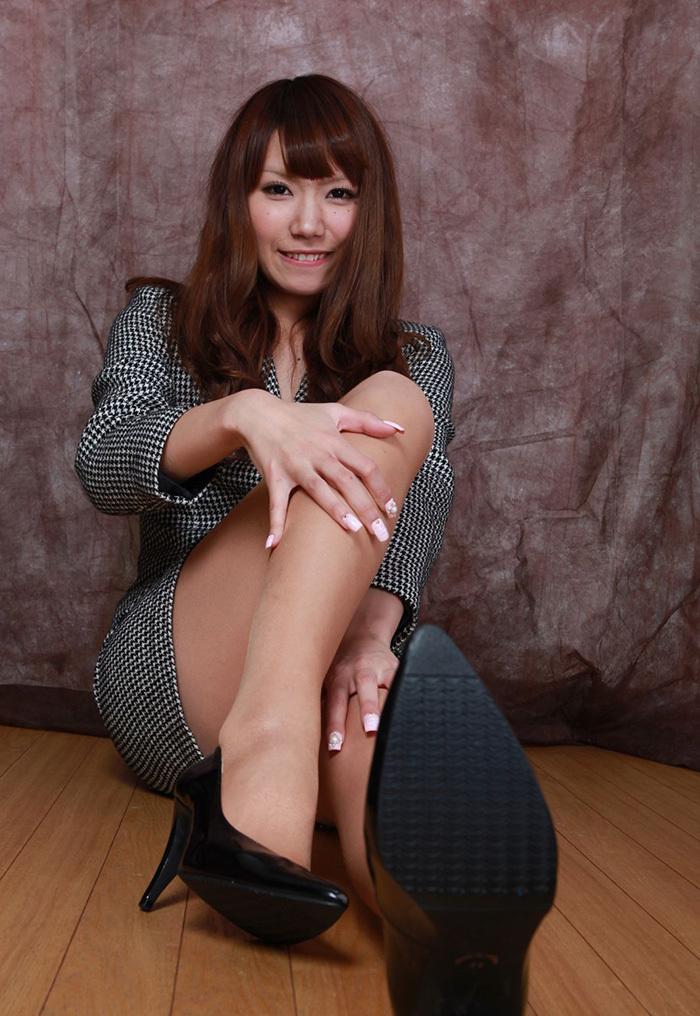 【美脚エロ画像】こんな綺麗な脚の女の子!小一時間舐めまわしたいわ!www 18