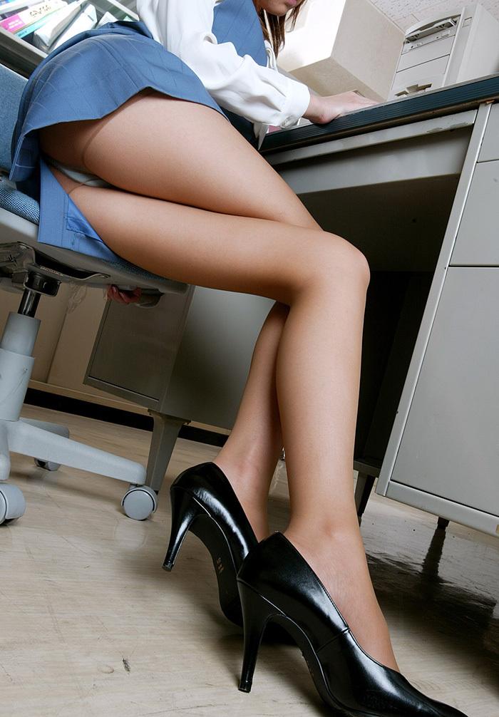 【美脚エロ画像】こんな綺麗な脚の女の子!小一時間舐めまわしたいわ!www 23