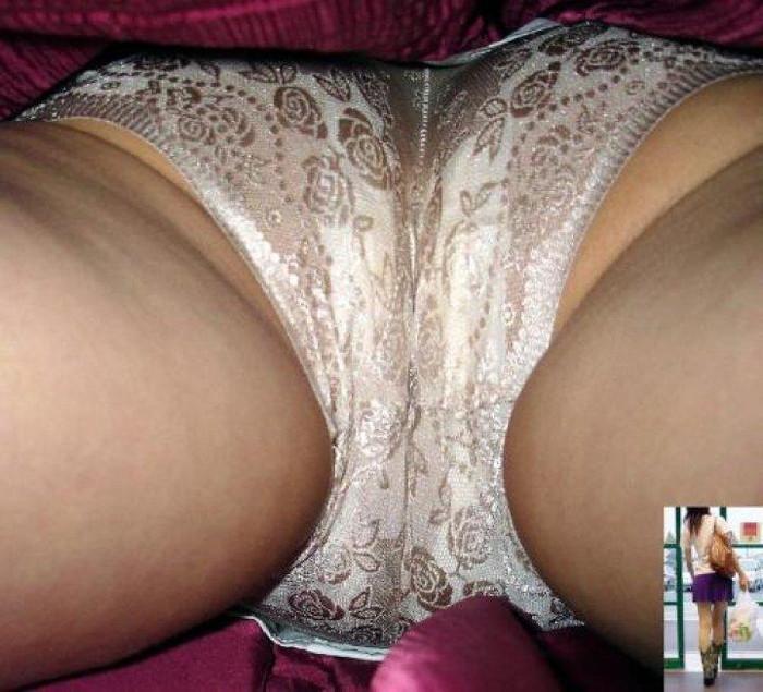 【パンチラ逆さ撮りエロ画像】真下から女の子の股間を狙ってみた結果がこちら! 04