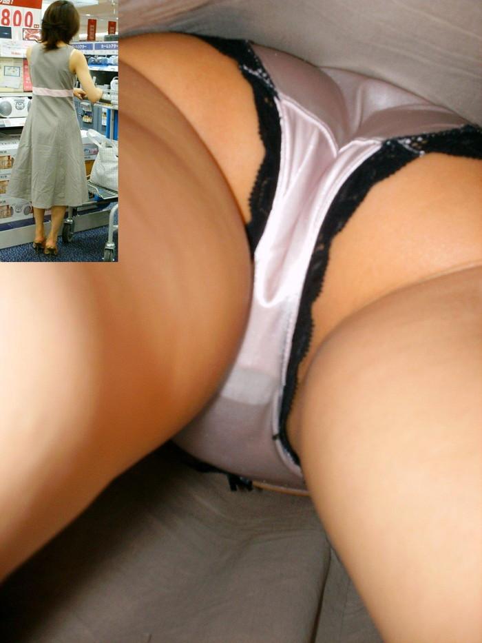 【パンチラ逆さ撮りエロ画像】真下から女の子の股間を狙ってみた結果がこちら! 08