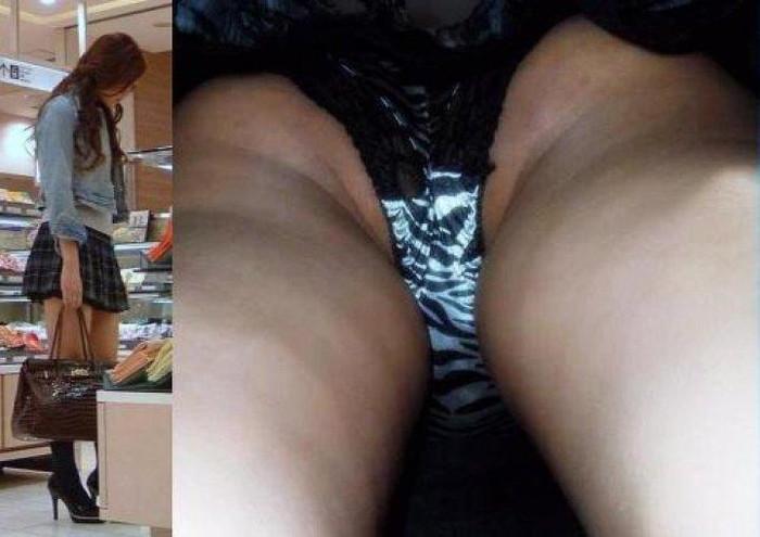 【パンチラ逆さ撮りエロ画像】真下から女の子の股間を狙ってみた結果がこちら! 13