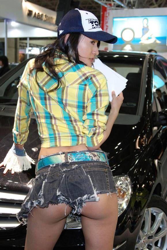 【キャンギャルエロ画像】露出過多な衣装でお客様の視線を奪うキャンギャルw 06