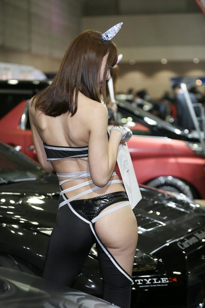 【キャンギャルエロ画像】露出過多な衣装でお客様の視線を奪うキャンギャルw 09