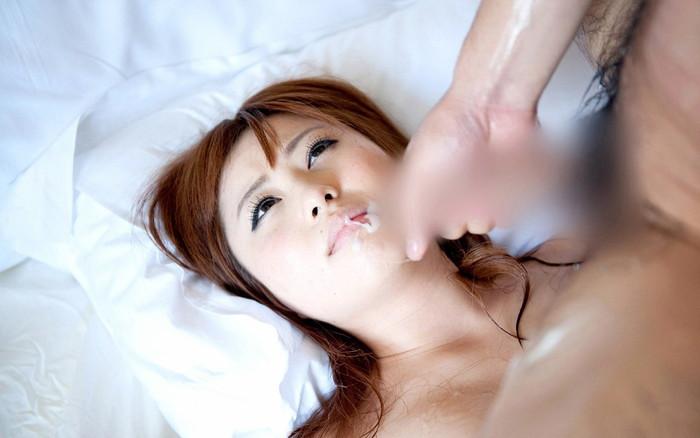 【顔射エロ画像】男の欲望の汁で可愛い顔が卑猥にトッピングされた女の子! 25
