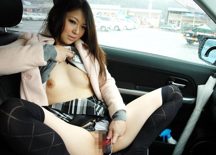 【車内エロ画像】車内という密室で繰り広げられるエロ行為がこちらwwwww 09