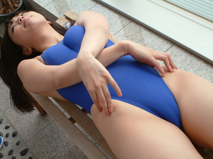 【競泳水着エロ画像】こんな競泳用の水着!ヘタなビキニよりもエロいと思うんだが!? 04