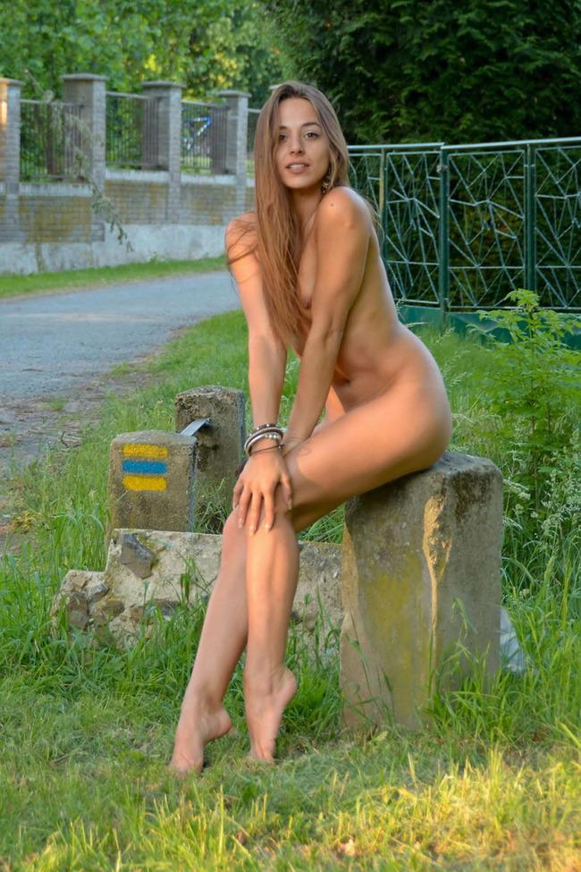【海外野外露出エロ画像】海外の美女たちによる野外露出画像集めたった!ww 18