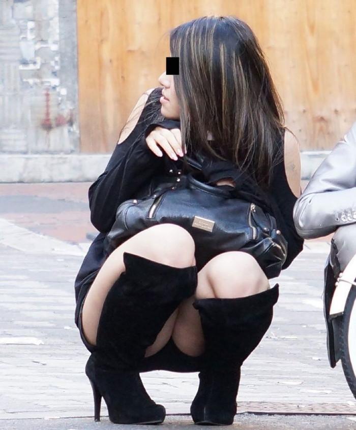 【街撮りパンチラエロ画像】偶然みつけたエロスだから勃起する!素人パンチラ! 06