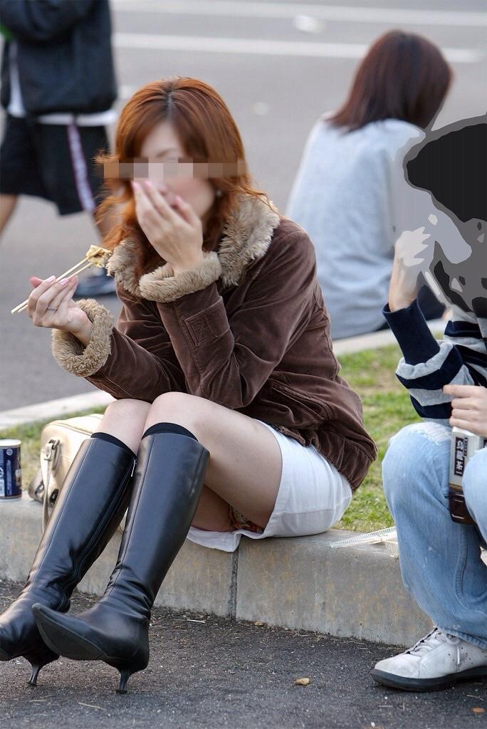 【街撮りパンチラエロ画像】偶然みつけたエロスだから勃起する!素人パンチラ! 08