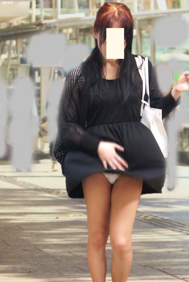 【街撮りパンチラエロ画像】偶然みつけたエロスだから勃起する!素人パンチラ! 15