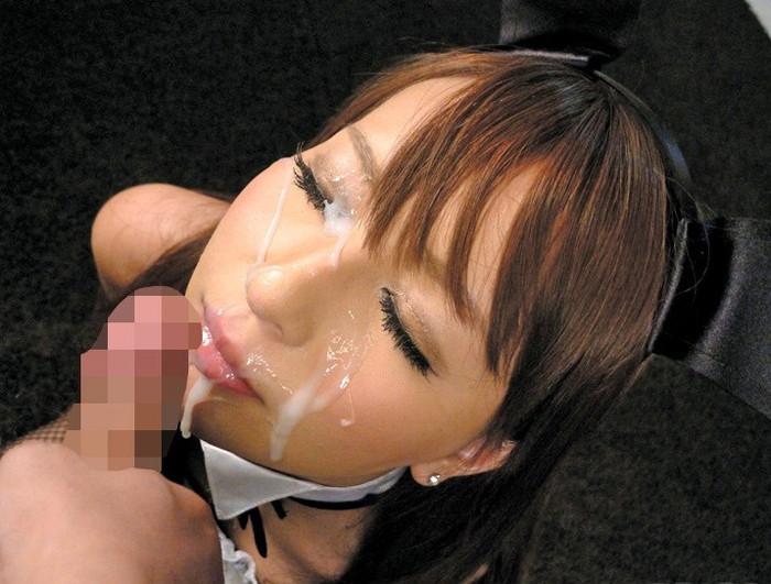 【顔射エロ画像】女の子達の可愛い顔に男の欲望の汁がいやらしくトッピング! 09