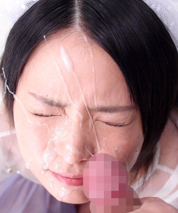 【顔射エロ画像】女の子達の可愛い顔に男の欲望の汁がいやらしくトッピング! 10