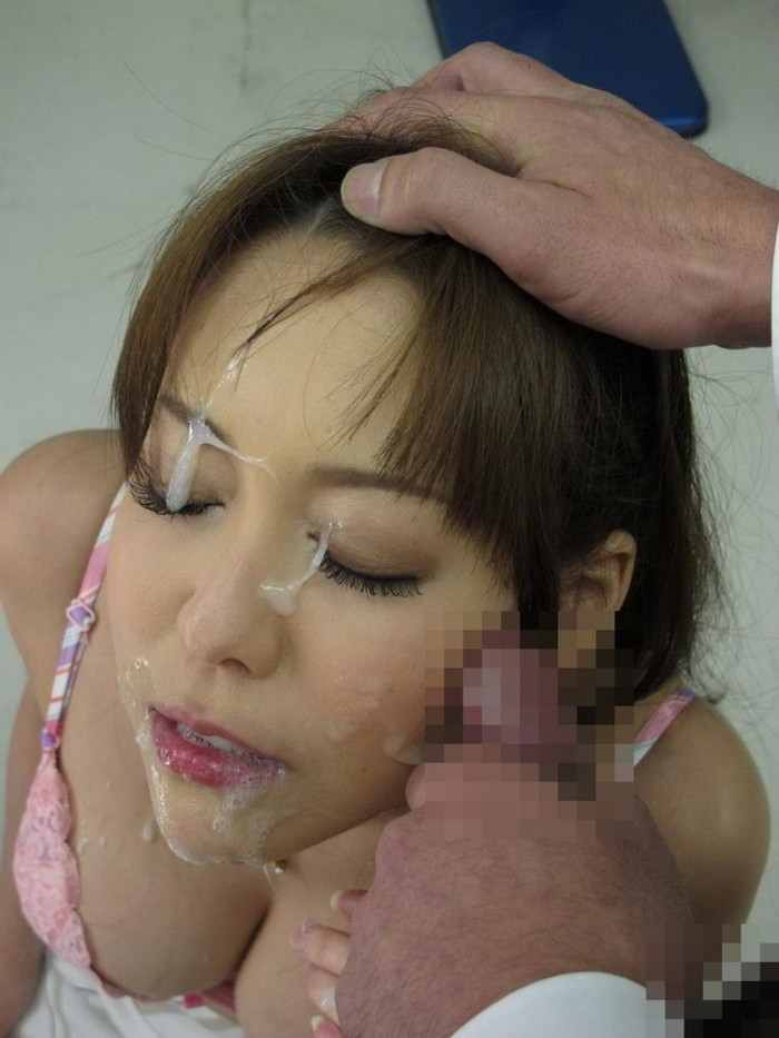 【顔射エロ画像】女の子達の可愛い顔に男の欲望の汁がいやらしくトッピング! 15