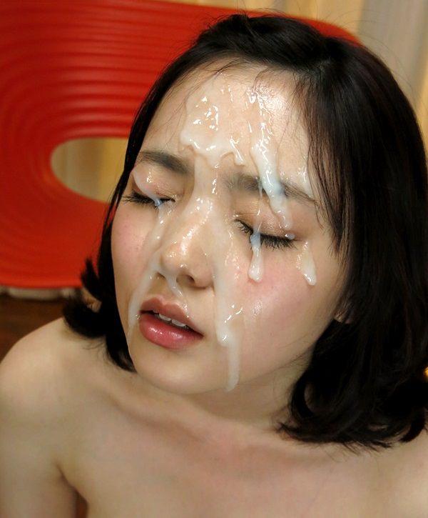 【顔射エロ画像】女の子達の可愛い顔に男の欲望の汁がいやらしくトッピング! 16