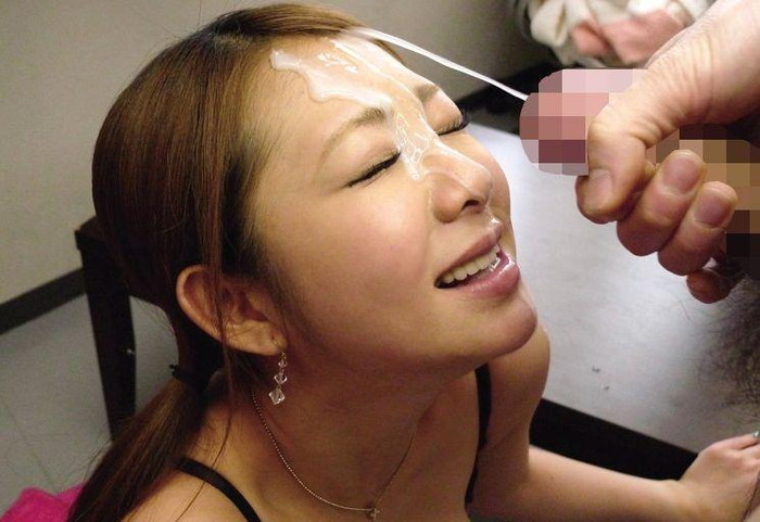【顔射エロ画像】女の子達の可愛い顔に男の欲望の汁がいやらしくトッピング! 18
