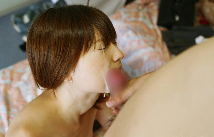 【顔射エロ画像】女の子達の可愛い顔に男の欲望の汁がいやらしくトッピング! 22