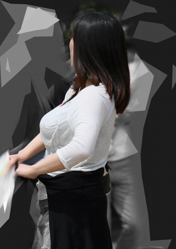 【着衣巨乳エロ画像】街中で一際目立つ巨乳ちゃん!着衣巨乳の存在感!w 11