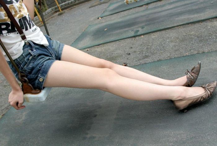 長くてムチムチした女の美脚エロ画像