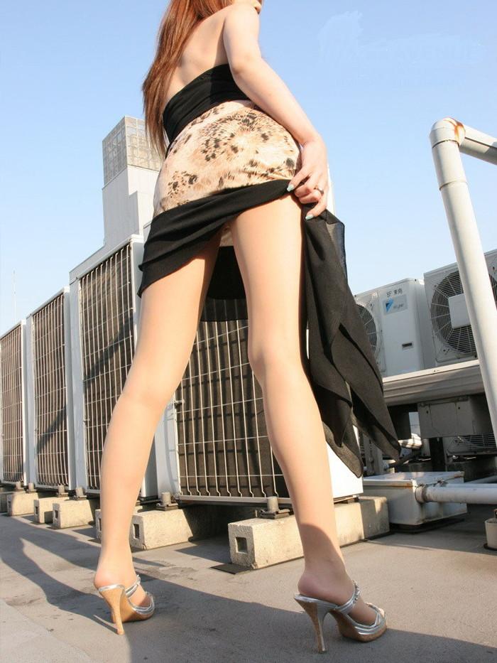 【美脚エロ画像】スラリと伸びた女の子たちの美しい美脚に思わずハァハァ! 23