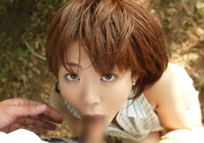【野外フェラチオエロ画像】人目を盗んでこっそり野外でフェラチオ!www 05