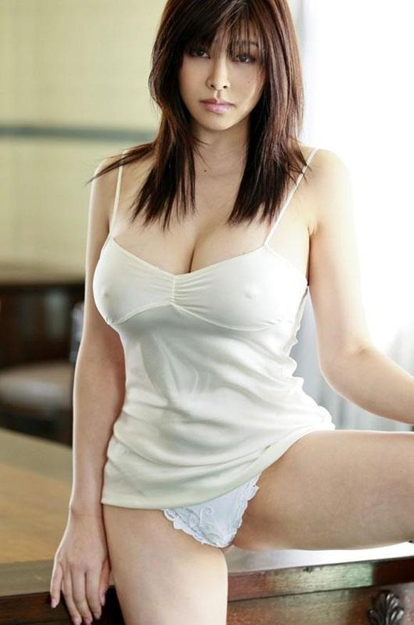 【胸ポチエロ画像】胸元に浮かび上がったポッチ!これぞノーブラ!?www 25