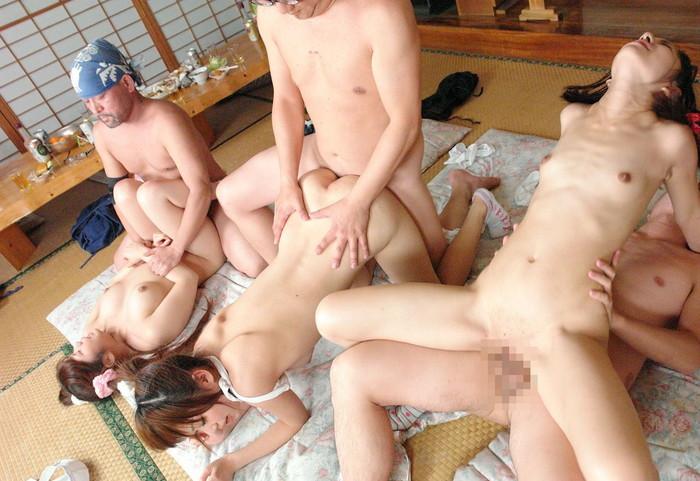 【乱交エロ画像】複数人の男女がくんずほぐれつのセックス祭り!wwww