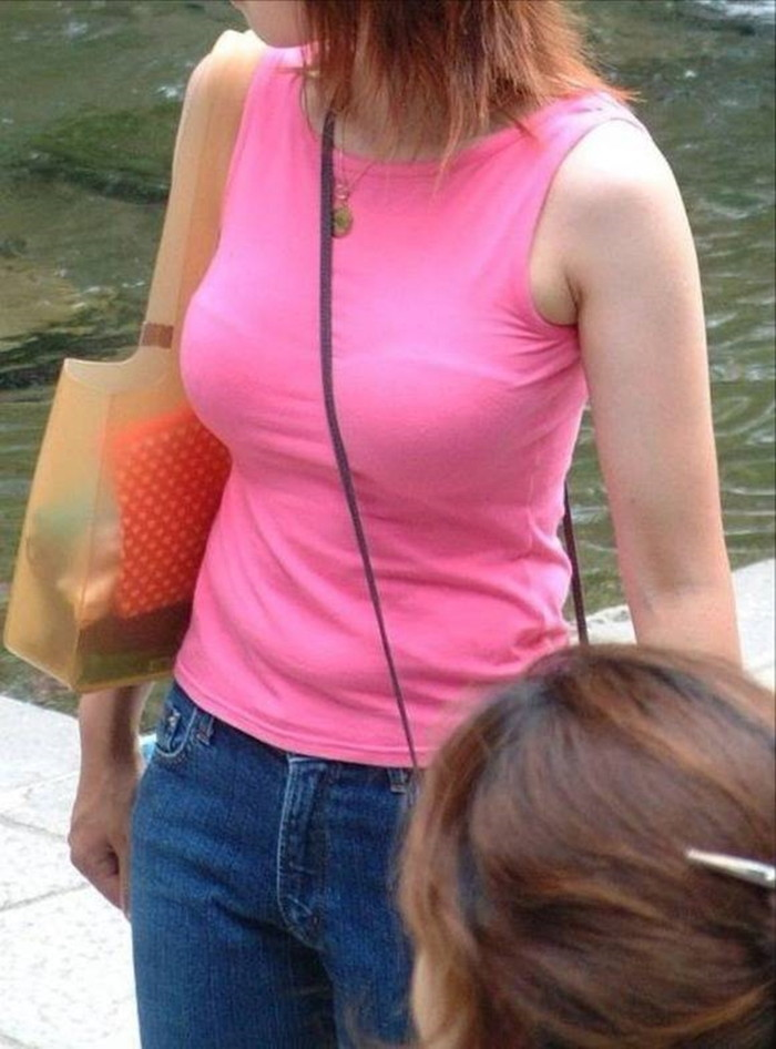 【街撮り着衣おっぱいエロ画像】街中で二度見してしまいそうな着衣の巨乳ww 04