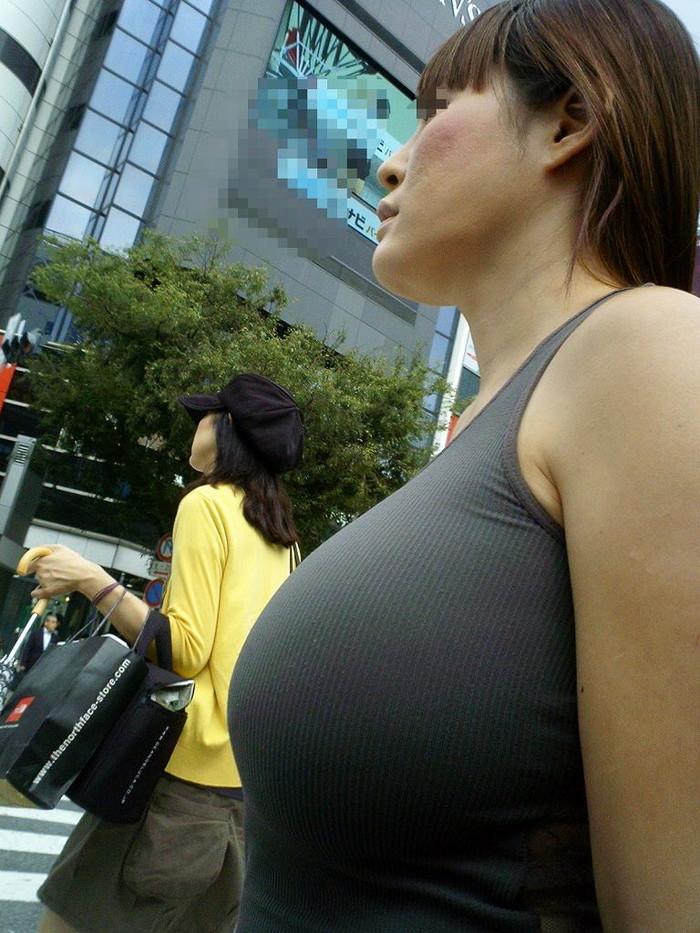 【街撮り着衣おっぱいエロ画像】街中で二度見してしまいそうな着衣の巨乳ww 26