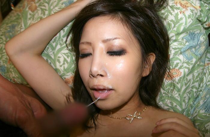【顔射エロ画像】顔面ザーメンまみれ!顔射好きの男とセックスした女の末路ww 25