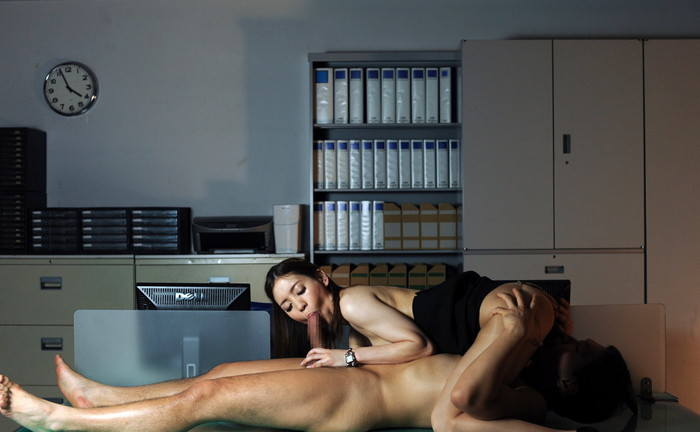 【シックスナインエロ画像】男女で互いの性器を舐めて愛撫しあうオーラルセックス! 06